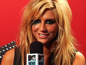 Ke$ha Touched By Fan's Tattoo