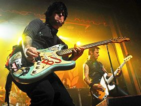 Green Day Debut Amy Winehouse Tribute Song
