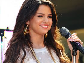 Selena Gomez To Host 2011 MTV EMA