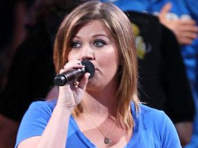 Kelly Clarkson To Drop iTunes EP