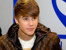 Justin Bieber Debuts Darker Locks