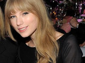 Taylor Swift Tops Billboard 2012 Top Money Makers