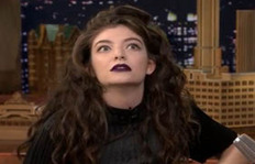 See Lorde's 'I Just Saw A Famous Person' Face