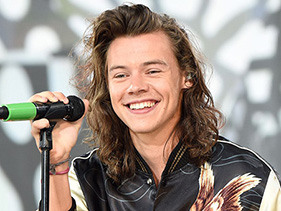 This Photo Of Harry Styles With Straight Hair Is A Lot To Handle