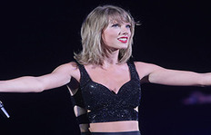 Taylor Swift Finally Ditched Her Red Lipstick For A Trendy New Shade